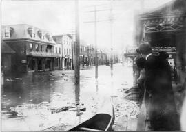 Richmond flood, people viewing flooded street