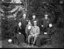 Outdoor family portrait, 1 boy, 2 women, 4 men